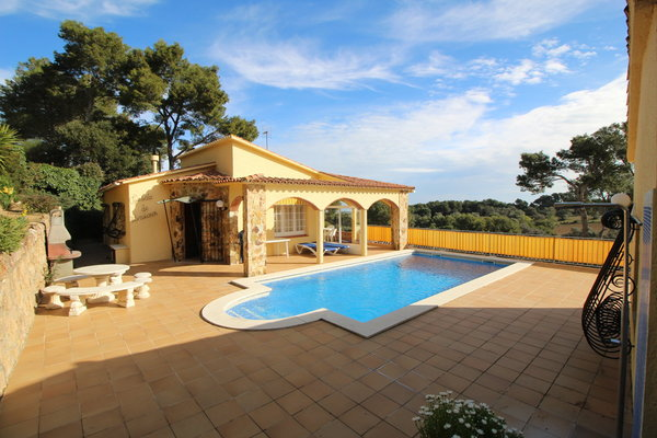 2M - EN - (Persons: 4, Pool, TV/SAT, Heater, Pets allowed)
