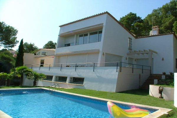 4C - EN - (Persons: 8, Pool, TV/SAT, Heater, Pets allowed)