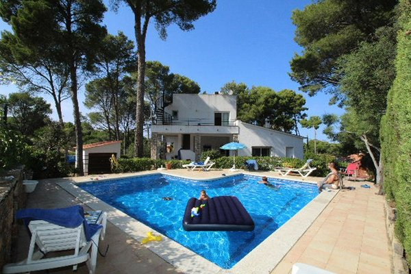 5S - EN - (Persons: 8, Pool, TV/SAT, Pets allowed)